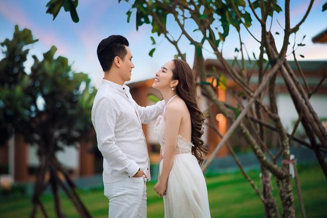Sau nhiều đồn đoán, Việt Anh và Quỳnh Nga đã chính thức công khai tình tứ bên nhau-1