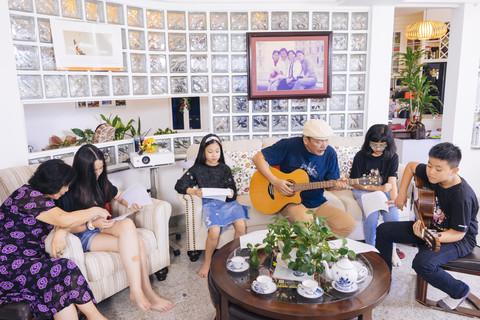 Cuộc sống hạnh phúc của vợ chồng nhạc sĩ Trần Tiến ở tuổi xế chiều-2