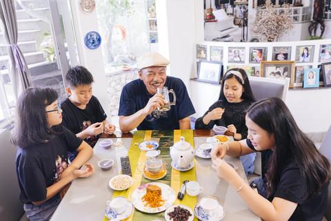 Cuộc sống hạnh phúc của vợ chồng nhạc sĩ Trần Tiến ở tuổi xế chiều-4