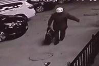 Cho con trai 3 tuổi uống thuốc ngủ rồi vứt vào túi du lịch, gã đàn ông sau khi bị bắt vẫn tỏ thái độ không chấp nhận được