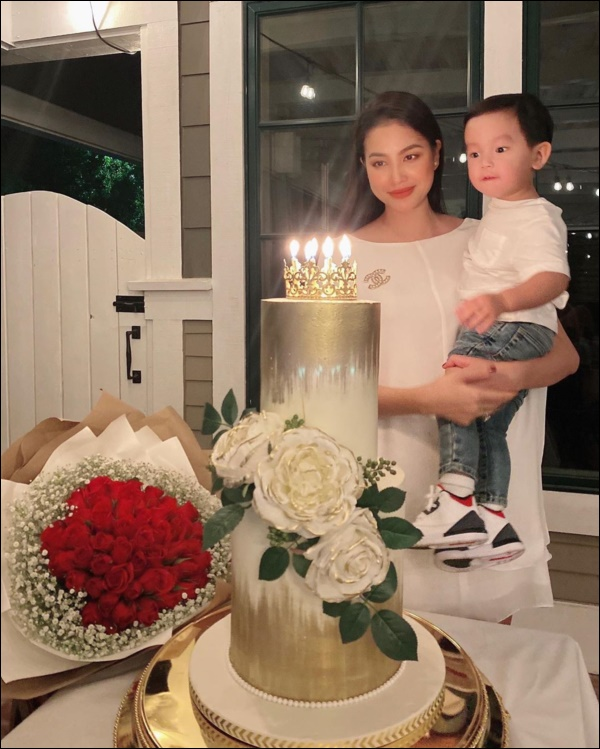 Quý tử kháu khỉnh chưa đầy 2 tuổi của HH Phạm Hương trước khi ngủ vẫn bắn tiếng Anh, nhìn qua đã biết mẹ dạy con khéo thế nào!-6
