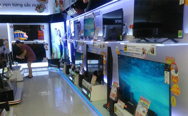 Ti vi, tủ lạnh đại hạ giá: Khách vắng hoe, siêu thị ôm núi hàng tồn kho-1