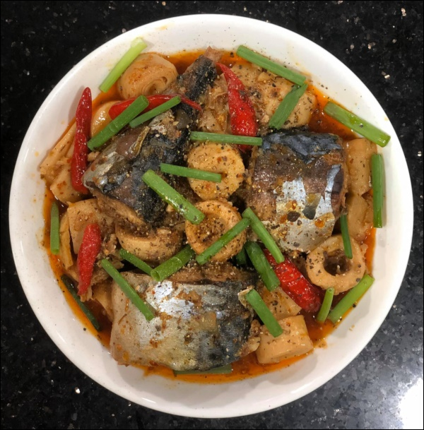 Lâm Vỹ Dạ đúng chuẩn gái gốc Huế đảm đang, nấu bánh canh ghẹhấp dẫn khiến Hari Won phải thốt lên Sao giỏi vậy!-3