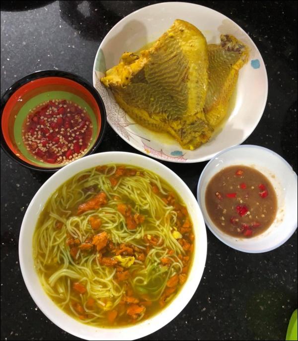 Lâm Vỹ Dạ đúng chuẩn gái gốc Huế đảm đang, nấu bánh canh ghẹhấp dẫn khiến Hari Won phải thốt lên Sao giỏi vậy!-4