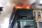 Ôtô bốc cháy sau khi tông vào gầm cầu ở Mỹ-1