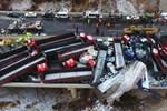 Nhóm bạn 3 người tự lái xe đi du lịch bất ngờ bị rơi xuống sông, hình ảnh ghi lại cảnh tượng này khiến ai cũng hoảng sợ-5