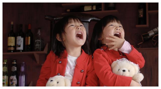 Em gái 3 tuổi chạy 2 tiếng mỗi ngày để cứu anh trai: Yêu anh trai là bản năng của em gái-11