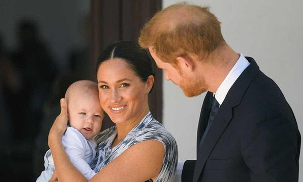 Vợ chồng Meghan Markle dính nghi án lừa dối công chúng liên quan đến sự chào đời của bé Archie và không muốn đón Giáng sinh cùng hoàng gia-2