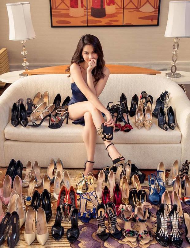 Ngọc Trinh chết mê đôi giày cao gót có hình bộ phận sinh dục nam-9