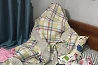 Tự dưng thì thấy chồng đắp chăn ngồi góc giường, vợ tưởng ốm sốt làm sao hóa ra tình trạng nhiều ông bố gặp phải
