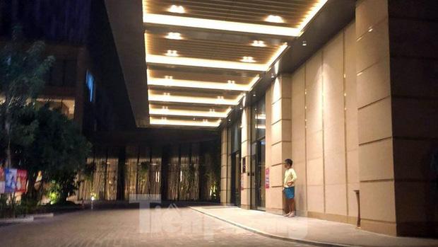 Phong tỏa một tầng khách sạn 5 sao ở Hải Phòng vì ca nghi nhiễm COVID-19-3