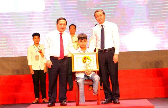 Đạt 28.15 điểm, nam sinh 10 năm cõng bạn đi học trượt NV1 vào Đại học Y Hà Nội, nhưng tiếc nuối nhất là câu chuyện phía sau-3