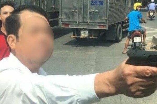 Truy tố giám đốc rút súng dọa bắn người ở Bắc Ninh-2