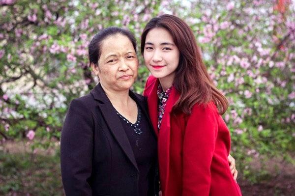 Sinh Hòa Minzy, vừa nhìn mặt con mẹ buồn phát khóc đến mức băng huyết trên bàn đẻ-3