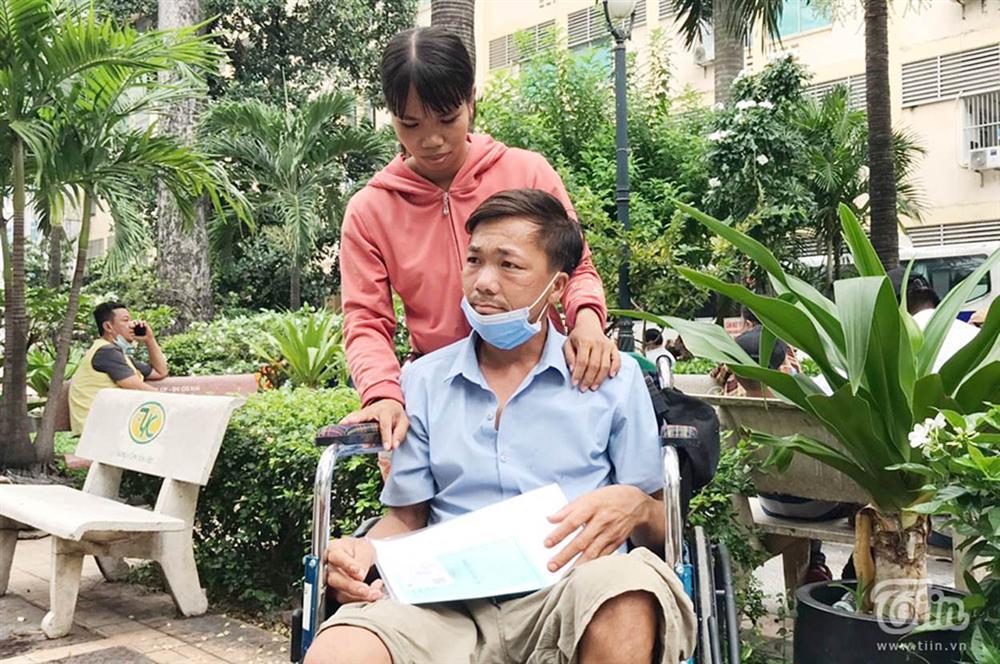 Người đàn ông bị rắn hổ mang cắn bất ngờ nhập viện điều trị lần 2-1