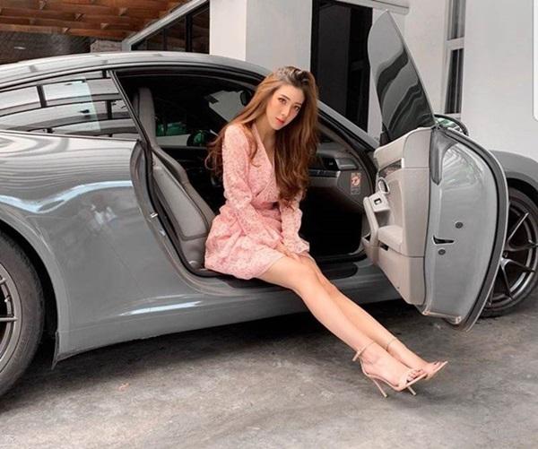 Tiểu thư nhà giàu cả nước biết tiếng, đổi ô tô như thay áo hút chú ý của dân mạng-7