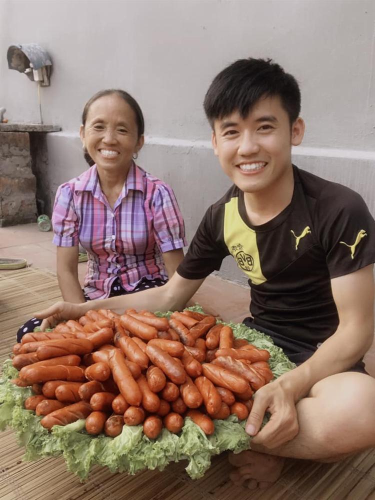 Gia đình Bà Tân Vlog - các YouTuber chuyên sản xuất video nhảm nhí-2