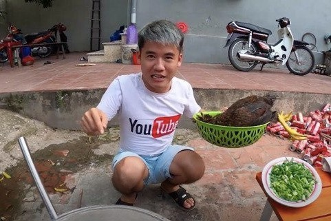 Gia đình Bà Tân Vlog - các YouTuber chuyên sản xuất video nhảm nhí-6