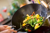 Nếu cứ sử dụng 4 dụng cụ này để nấu ăn, sức khỏe của cả gia đình bạn sẽ ngày một giảm sút và sản sinh nhiều bệnh nguy hiểm