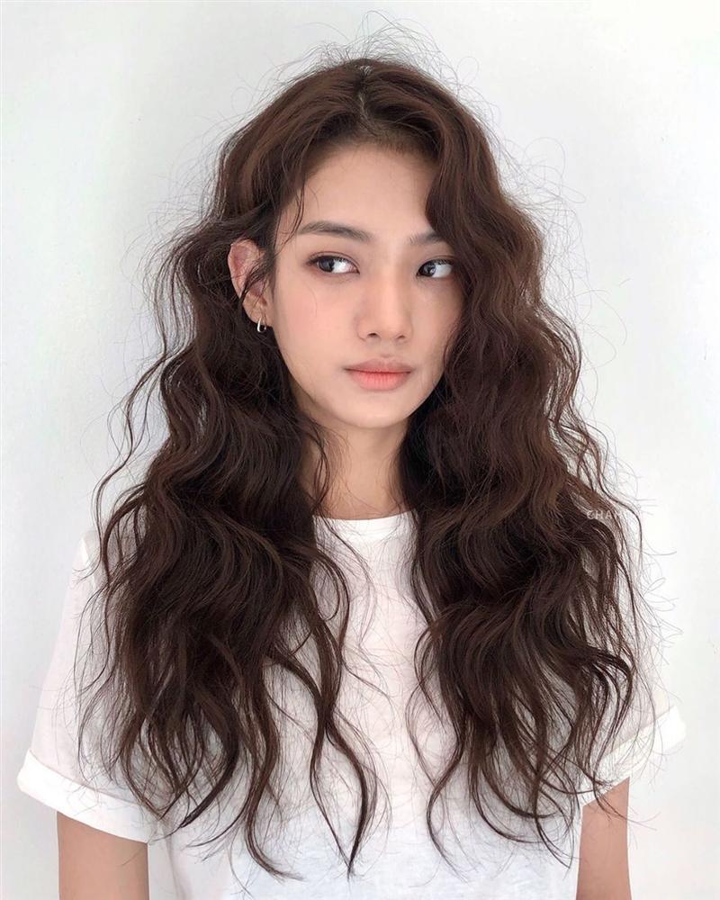 5 kiểu tóc chân ái cho nàng mặt tròn, khiến nhan sắc thanh tú như mới đi tiêm cằm Vline-6