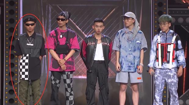Điểm trùng hợp giật mình tại Rap Việt: cứ đứng rìa trái là mặc định thắng trận giải cứu?-3