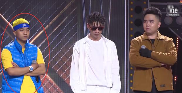 Điểm trùng hợp giật mình tại Rap Việt: cứ đứng rìa trái là mặc định thắng trận giải cứu?-1