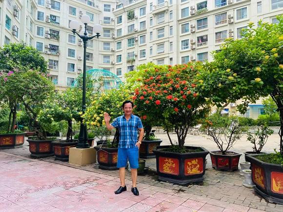 Nghệ sĩ Quang Tèo khoe khu vườn nhỏ muôn hoa đua sắc trước căn chung cư 7 tỷ đồng-1