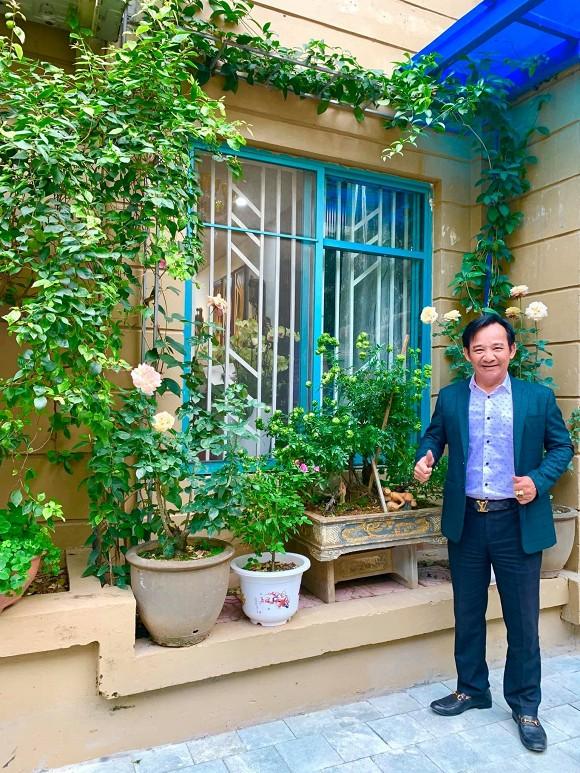 Nghệ sĩ Quang Tèo khoe khu vườn nhỏ muôn hoa đua sắc trước căn chung cư 7 tỷ đồng-10