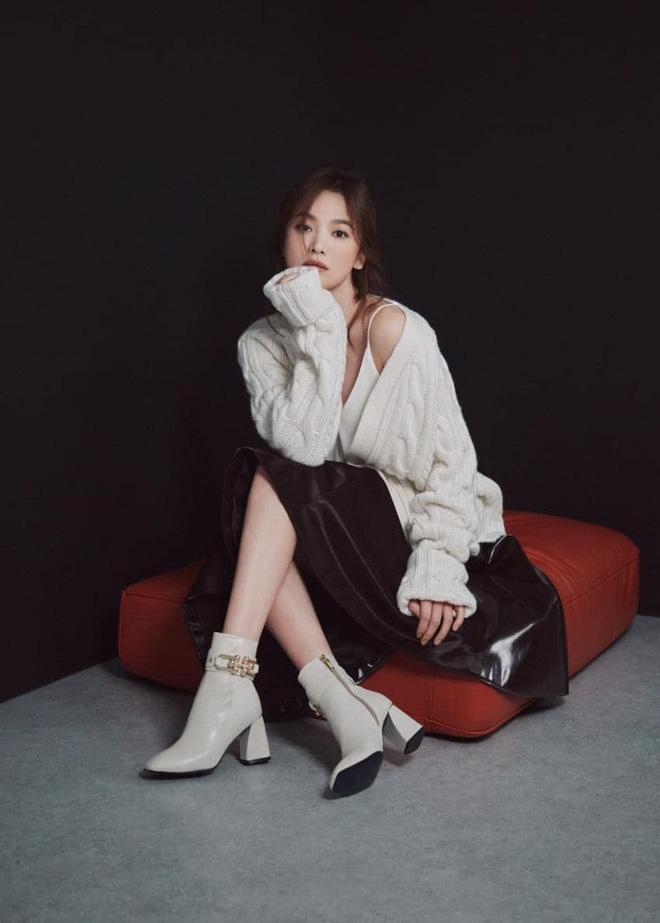 """Sau bao lần bị chê mặc sến, Song Hye Kyo giờ lên đời"""" diện đồ sang xịn hơn người mẫu-1"""