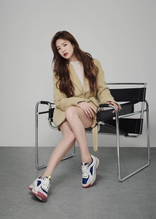 """Sau bao lần bị chê mặc sến, Song Hye Kyo giờ lên đời"""" diện đồ sang xịn hơn người mẫu-2"""