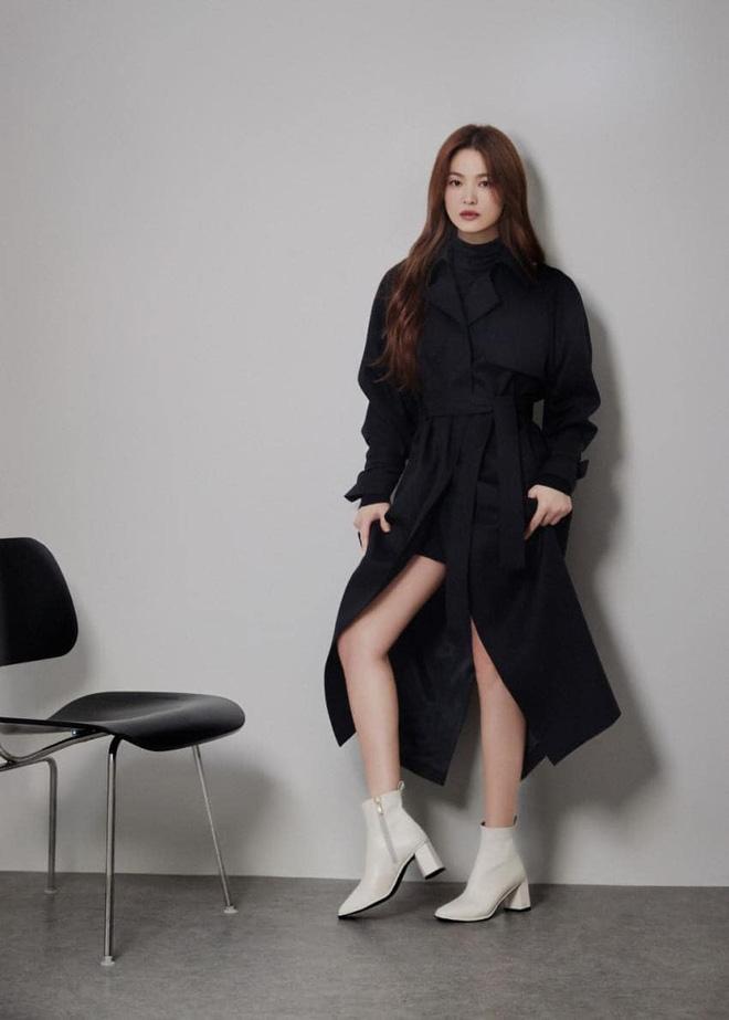 """Sau bao lần bị chê mặc sến, Song Hye Kyo giờ lên đời"""" diện đồ sang xịn hơn người mẫu-10"""