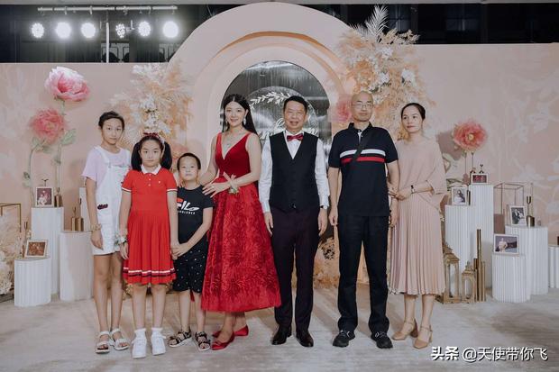 Cô dâu hot nhất hôm nay: Mẫu nữ cưới trùm vàng U65 sở hữu gia sản 500.000 tỷ, quá khứ phức tạp cùng tuyên ngôn gây tranh cãi-11