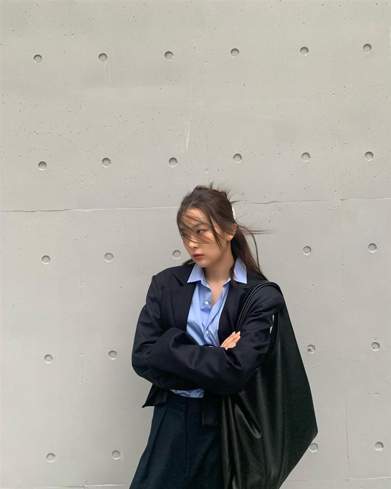 10 set đồ ưng mắt của sao Hàn mà bạn có thể áp dụng theo ngay trong tiết trời se lạnh này-2