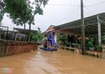 Mưa lũ miền Trung gây ngập nặng: Mong trời đừng mưa nữa, nhà mệ ngập hết rồi-7
