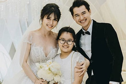 Con gái Thảo Trang - Phan Thanh Bình đã lớn phổng phao, xuất hiện cực xinh xắn trong tiệc cưới lần hai của mẹ