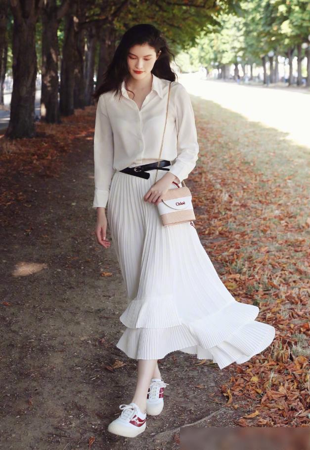 Chân váy xếp ly chính là bảo bối mặc đẹp cho nàng công sở, đã dễ diện còn không bao giờ lỗi mốt-6