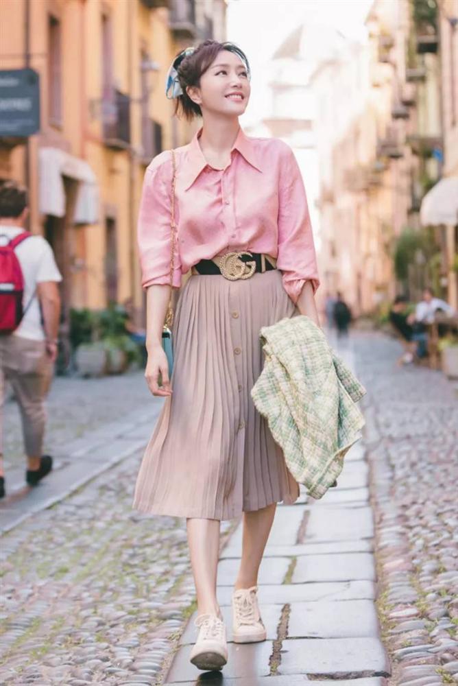 Chân váy xếp ly chính là bảo bối mặc đẹp cho nàng công sở, đã dễ diện còn không bao giờ lỗi mốt-7