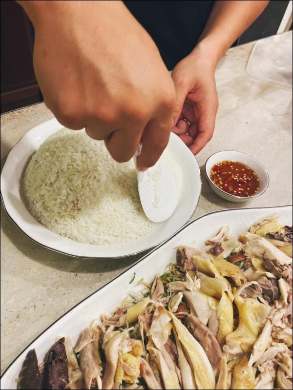 Tập hai của Lê Phương không hổ danh ông chồng vàng 10, nhìn đĩa cơm gà thần thánh anh nấu là biết ngon hết sảy, các anh nên học hỏi để lấy lòng vợ-3