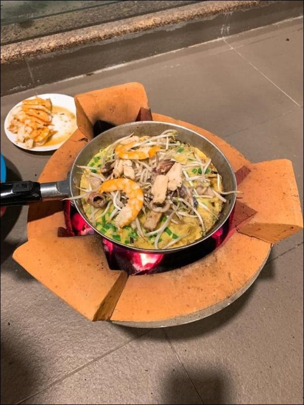 Tập hai của Lê Phương không hổ danh ông chồng vàng 10, nhìn đĩa cơm gà thần thánh anh nấu là biết ngon hết sảy, các anh nên học hỏi để lấy lòng vợ-10