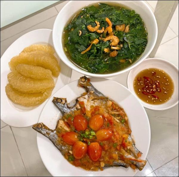 Tập hai của Lê Phương không hổ danh ông chồng vàng 10, nhìn đĩa cơm gà thần thánh anh nấu là biết ngon hết sảy, các anh nên học hỏi để lấy lòng vợ-11