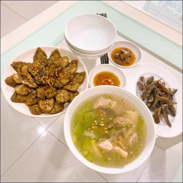 Tập hai của Lê Phương không hổ danh ông chồng vàng 10, nhìn đĩa cơm gà thần thánh anh nấu là biết ngon hết sảy, các anh nên học hỏi để lấy lòng vợ-12