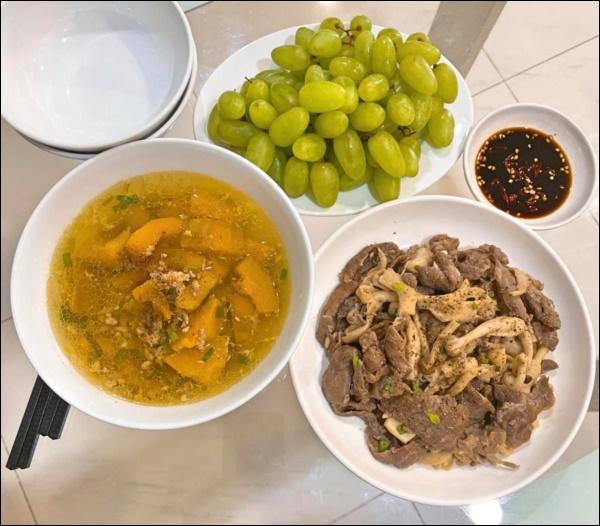 Tập hai của Lê Phương không hổ danh ông chồng vàng 10, nhìn đĩa cơm gà thần thánh anh nấu là biết ngon hết sảy, các anh nên học hỏi để lấy lòng vợ-14
