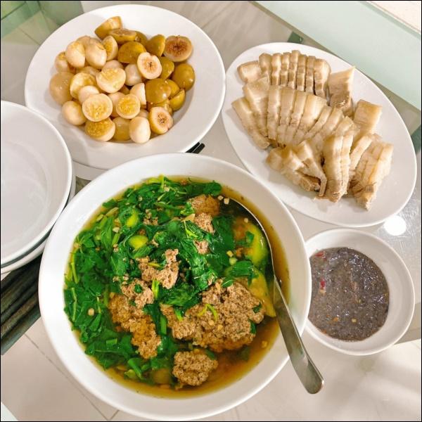 Tập hai của Lê Phương không hổ danh ông chồng vàng 10, nhìn đĩa cơm gà thần thánh anh nấu là biết ngon hết sảy, các anh nên học hỏi để lấy lòng vợ-15