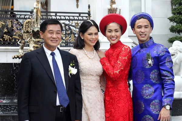 Làm dâu nhà hào môn, loạt mỹ nhân Việt được nhà chồng đối xử thế nào?-7