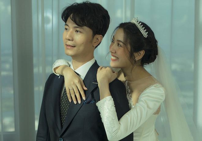 Làm dâu nhà hào môn, loạt mỹ nhân Việt được nhà chồng đối xử thế nào?-13