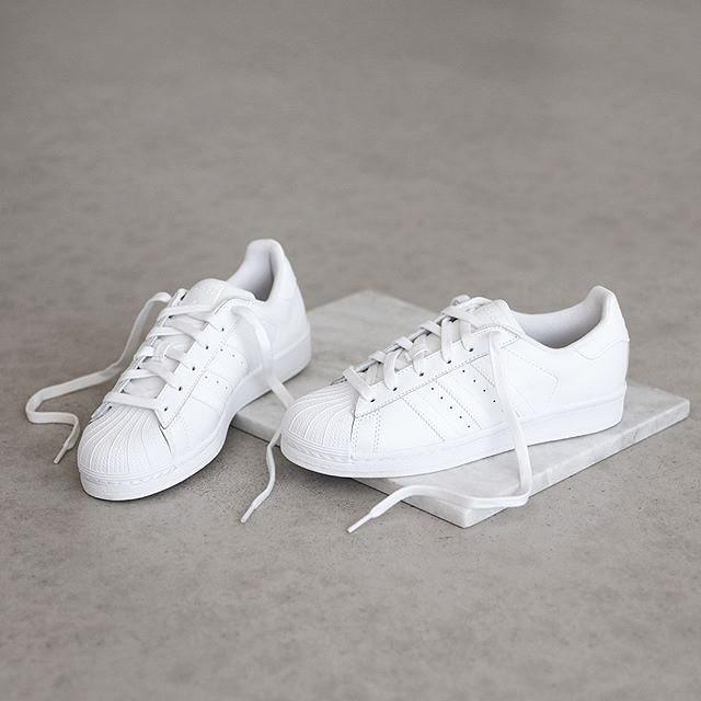 Nhìn Hương Giang lên đồ, chị em biết đôi sneakers trắng vi diệu đến thế nào-1