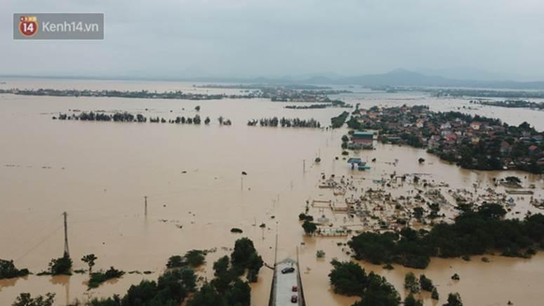 Chùm ảnh, video flycam: Cận cảnh lũ lịch sử nhấn chìm đường sá, ngập hàng ngàn ngôi nhà ở Quảng Bình-1