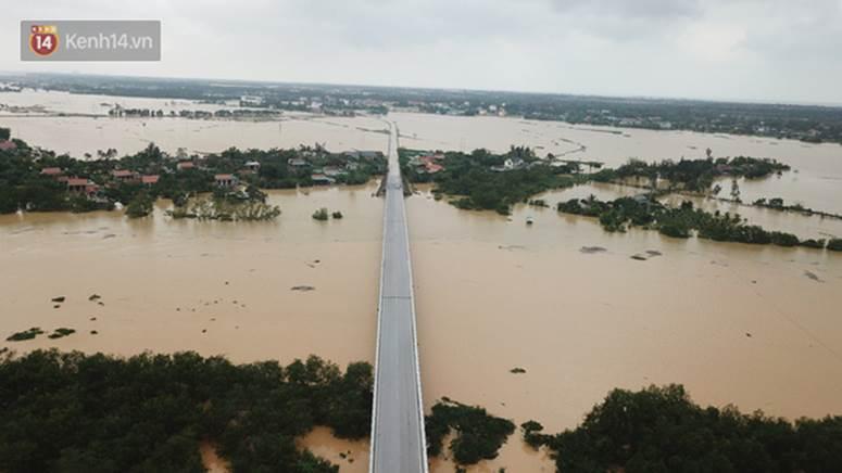 Chùm ảnh, video flycam: Cận cảnh lũ lịch sử nhấn chìm đường sá, ngập hàng ngàn ngôi nhà ở Quảng Bình-2
