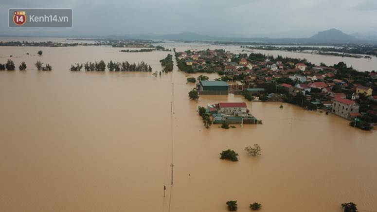 Chùm ảnh, video flycam: Cận cảnh lũ lịch sử nhấn chìm đường sá, ngập hàng ngàn ngôi nhà ở Quảng Bình-3