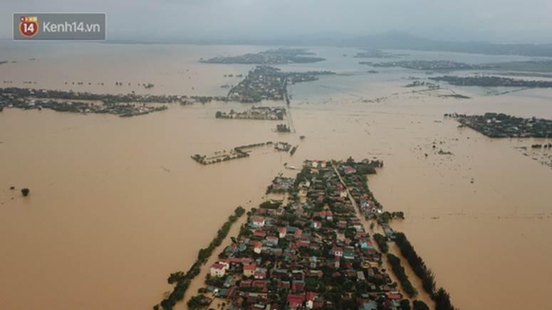 Chùm ảnh, video flycam: Cận cảnh lũ lịch sử nhấn chìm đường sá, ngập hàng ngàn ngôi nhà ở Quảng Bình-4